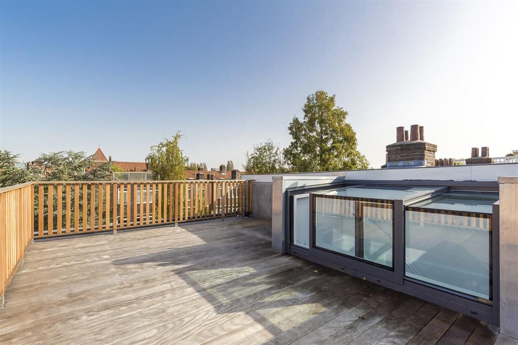 La claraboya cúbica de una terraza en la azotea